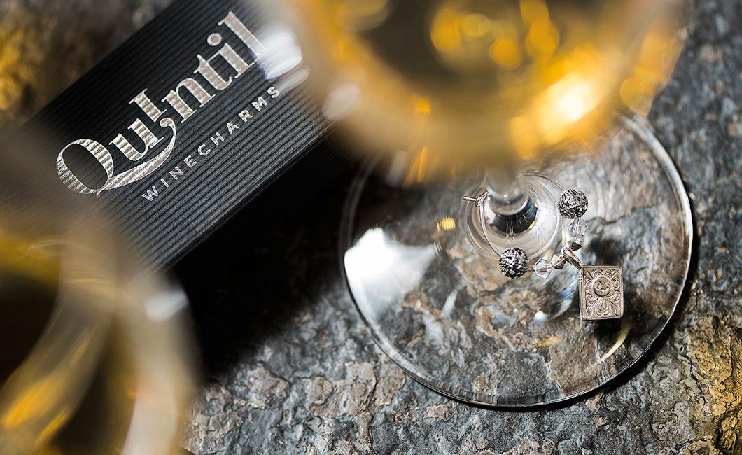 Graphasel Design Studio - Quintil Wine Charms - Arculat Csomagolás Online